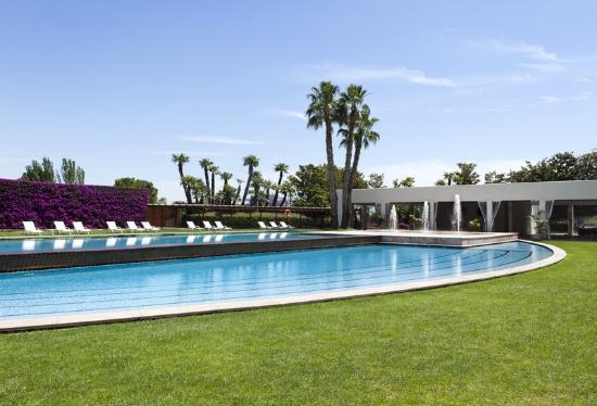 pool-at-hotel-rey-juan